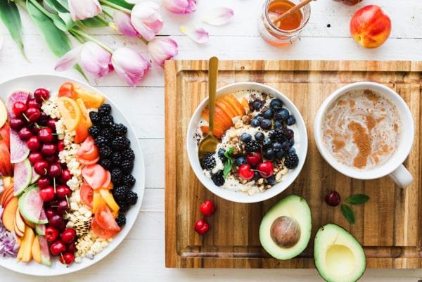 Genügend Nährstoffe durch gesundes Essen aufnehmen
