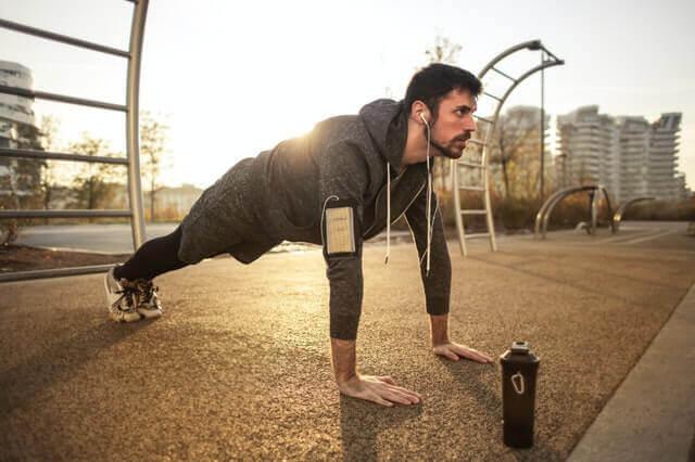 Liegestützübungen für Kraft und Fitness