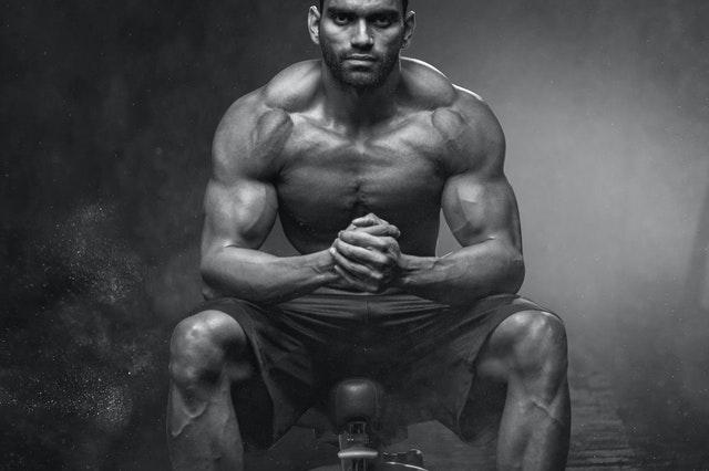 Aminosäuren unterstützen den Muskelaufbau und das Hypertrophietraining
