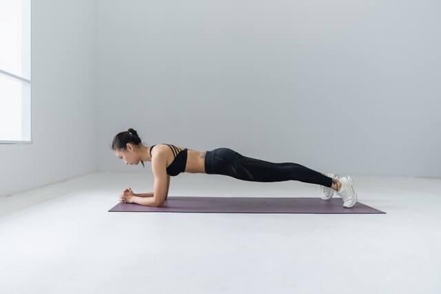 Planks oder Unterarmstützt für den Muskelaufbau
