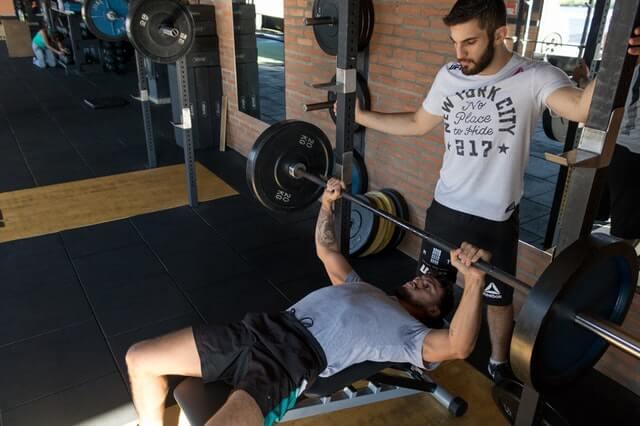 Muskelaufbau mit Trainingspartner