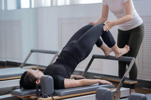 Isokinetisches Training unter Anleitung eines Trainers